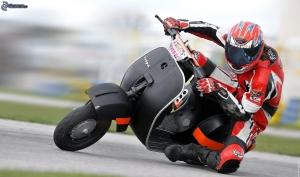 vespa,-scooter,-motociclista,-acelerar-176554