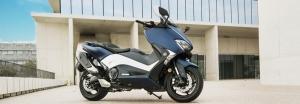 2017-Yamaha-TMAX-DX-EU-Phantom-Blue-Static-005