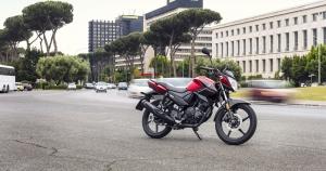 2017-Yamaha-YS125-EU-Power_Red-Static-002-03