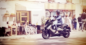 2018-Yamaha-G125YM-EU-Matt_Grey-Action-004-03